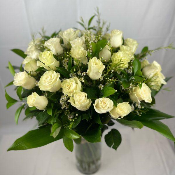36 rosas blancas con verdes-135€-
